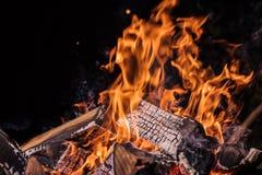Φλεμένος κούτσουρα, υπόβαθρο φλογών πυρκαγιάς στοκ φωτογραφίες