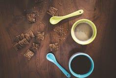 Φλιτζάνια του καφέ και δημητριακά στοκ εικόνες