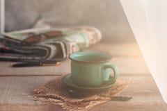 Φλιτζάνια του καφέ σε ξύλινο Στοκ Εικόνα