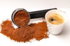 Φλιτζάνι του καφέ με τον κάτοχο φίλτρων στοκ φωτογραφία με δικαίωμα ελεύθερης χρήσης