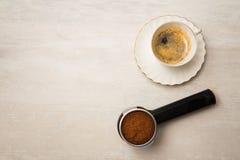 Φλιτζάνι του καφέ με τον κάτοχο φίλτρων στοκ εικόνες με δικαίωμα ελεύθερης χρήσης