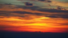 Φλογερό ηλιοβασίλεμα από την παλαιά πόλη του Μπέργκαμο στη Po κοιλάδα Ιταλία Λομβαρδία Στοκ εικόνες με δικαίωμα ελεύθερης χρήσης