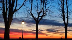 Φλογερό ηλιοβασίλεμα από την παλαιά πόλη του Μπέργκαμο στη Po κοιλάδα Ιταλία Λομβαρδία Στοκ Φωτογραφίες