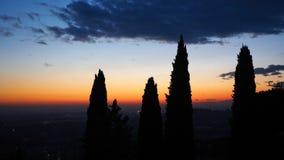 Φλογερό ηλιοβασίλεμα από την παλαιά πόλη του Μπέργκαμο στη Po κοιλάδα Ιταλία Λομβαρδία Στοκ Εικόνες