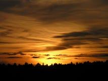 φλογερό ηλιοβασίλεμα &omicro Στοκ φωτογραφία με δικαίωμα ελεύθερης χρήσης