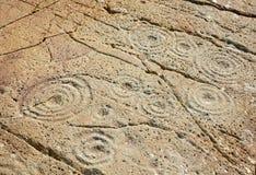Φλυτζάνι και χαρακτηρισμένη δαχτυλίδι πέτρα Στοκ εικόνες με δικαίωμα ελεύθερης χρήσης
