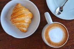 Φλυτζάνι καφέ καυτό στο πρόγευμα πρωινού στοκ φωτογραφία με δικαίωμα ελεύθερης χρήσης