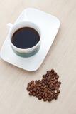 Φλυτζάνι καφέ με τα φασόλια Στοκ εικόνα με δικαίωμα ελεύθερης χρήσης