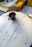 Φλυτζάνι καφέ στον άσπρο πίνακα, Στοκ Εικόνες