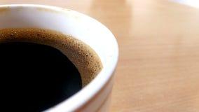 Φλυτζάνι καφέ στον ξύλινο πίνακα - εκλεκτής ποιότητας επίδραση στοκ εικόνες
