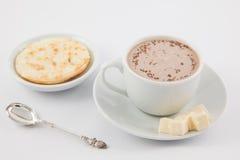 Φλυτζάνι της καυτής σοκολάτας με το τυρί και το arepa Στοκ εικόνες με δικαίωμα ελεύθερης χρήσης