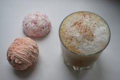 Φλυτζάνι του καυτού cofee με marshmallow Στοκ Εικόνες