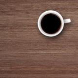 Φλυτζάνι του μαύρου καφέ ξύλινο Tabletop Στοκ Εικόνες
