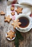 Φλυτζάνι του τσαγιού με τα μπισκότα πιπεροριζών Στοκ φωτογραφίες με δικαίωμα ελεύθερης χρήσης