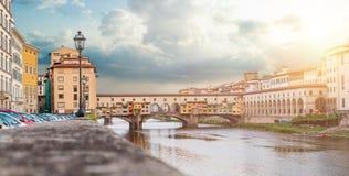 Φλωρεντία Ιταλία Πέτρινη γέφυρα Ponte Vecchio και ο ποταμός Arno στη Φλωρεντία στοκ εικόνες με δικαίωμα ελεύθερης χρήσης