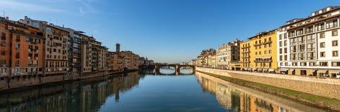 Φλωρεντία Ιταλία - ποταμός Arno και γέφυρα Santa Trinita στοκ εικόνα