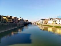 Φλωρεντία Ποταμός Arno και παλαιά γέφυρα Στοκ εικόνα με δικαίωμα ελεύθερης χρήσης