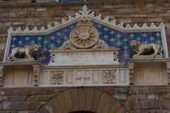 ΦΛΩΡΕΝΤΙΑ, ΙΤΑΛΙΑ †«ÐœÐ  Υ 25, 2017: Η λεπτομέρεια της πρόσοψης του παλαιού παλατιού κάλεσε Palazzo Vecchio στο della Signoria Στοκ φωτογραφία με δικαίωμα ελεύθερης χρήσης