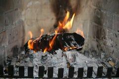 Φλόγα σε μια εστία στοκ φωτογραφία