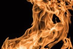 Φλόγα της πυρκαγιάς σε ένα μαύρο υπόβαθρο Στοκ Εικόνες