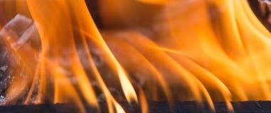 Φλόγες της πυρκαγιάς ως υπόβαθρο Στοκ εικόνες με δικαίωμα ελεύθερης χρήσης