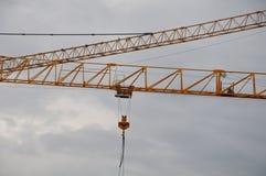 Φλόκοι δικτυωτού πλέγματος των γερανών κατασκευής Στοκ Φωτογραφίες