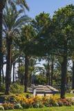 Φοίνικες και λεπτομέρεια ενός μεσογειακού κήπου πόλεων στο Αντίμπες Στοκ φωτογραφία με δικαίωμα ελεύθερης χρήσης