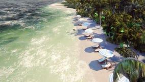 Φοίνικες πέρα από ένα τροπικό νησί με μια εξωτική άσπρη παραλία με το μπλε ουρανό και τον ήλιο αύξησης ελεύθερη απεικόνιση δικαιώματος