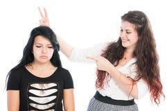 Φοβερίστε το κορίτσι που κάνει τα αυτιά κουνελιών Στοκ Εικόνα