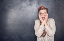 Φοβησμένος δάσκαλος στο υπόβαθρο πινάκων Στοκ Φωτογραφίες