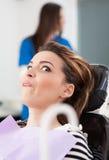 Φοβησμένος ασθενής στον οδοντίατρο Στοκ Εικόνες