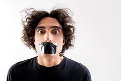 Φοβησμένος τύπος με την κολλητική ταινία στα χείλια Στοκ φωτογραφίες με δικαίωμα ελεύθερης χρήσης