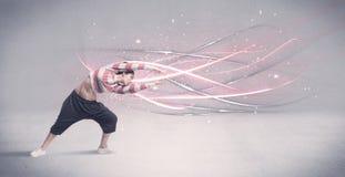 Φοβιτσιάρης αστικός χορευτής με τις καμμένος γραμμές Στοκ Φωτογραφία