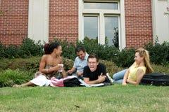 φοιτητές πανεπιστημίου Στοκ φωτογραφία με δικαίωμα ελεύθερης χρήσης