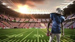 Φορέας αμερικανικού ποδοσφαίρου που δείχνει τη κάμερα απόθεμα βίντεο