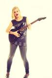Φορέας καλλιτεχνών γυναικών με την ηλεκτρική κιθάρα Στοκ φωτογραφία με δικαίωμα ελεύθερης χρήσης