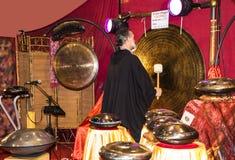 Φορέας Gong στο φεστιβάλ της Ανατολής στη Ρώμη Ιταλία Στοκ Εικόνες