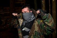 Φορέας Paintball που προετοιμάζεται για τη μάχη Στοκ εικόνα με δικαίωμα ελεύθερης χρήσης