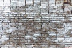 Φορεμένος τοίχος του άσπρου τούβλου στοκ εικόνα