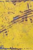 Φορεμένο κίτρινο χρώμα στη σύσταση φύλλων μετάλλων Στοκ Εικόνα