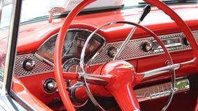 Φορητό μήκος σε πόδηα του εσωτερικού ενός παλαιού αυτοκινήτου απόθεμα βίντεο