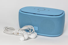 Φορητό μίνι μπλε μεγάφωνο δοντιών Στοκ φωτογραφία με δικαίωμα ελεύθερης χρήσης