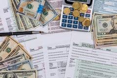 Φορολογική μορφή αρχειοθέτησης, χρήματα, υπολογιστής Στοκ εικόνα με δικαίωμα ελεύθερης χρήσης