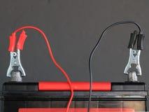 Φορτίζοντας μπαταρία αυτοκινήτων Στοκ εικόνες με δικαίωμα ελεύθερης χρήσης