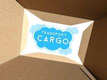 Φορτίο μεταφορών που βλέπει από το εσωτερικό του κουτιού από χαρτόνι Στοκ φωτογραφίες με δικαίωμα ελεύθερης χρήσης