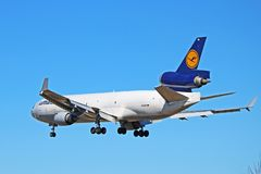 Φορτίο McDonnell Douglas MD-11 της Lufthansa ναυλωτής οπισθοσκόπος στοκ εικόνα με δικαίωμα ελεύθερης χρήσης