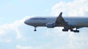Φορτίο MD-11 της Lufthansa που προσγειώνεται απόθεμα βίντεο