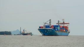 Φορτηγά πλοία στη θάλασσα στοκ φωτογραφία με δικαίωμα ελεύθερης χρήσης