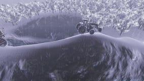 Φορτηγά που συναγωνίζονται πέρα από το δρόμο μεταξύ των δέντρων και του βουνού στη δυνατή βροχή απόθεμα βίντεο