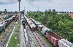 Φορτηγά τρένα στη σύνδεση σιδηροδρόμων Στοκ Εικόνες